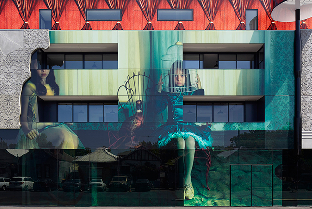 When architecture, art and photography combine: the 2 Girls Building