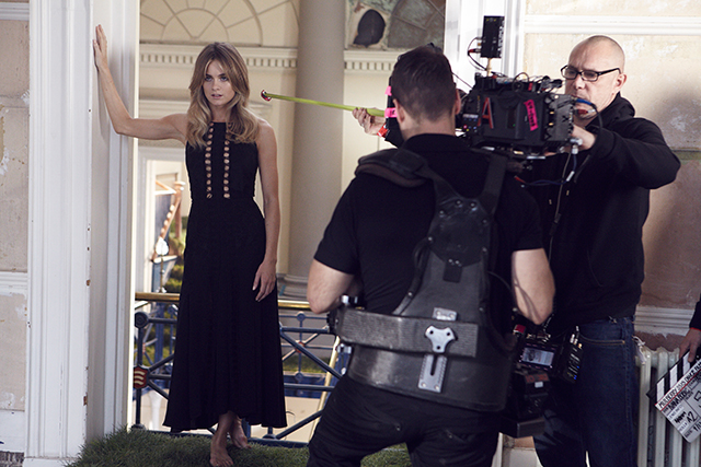 Behind the scenes: Prince Harry's ex Cressida Bonas dances for Mulberry (фото 3)
