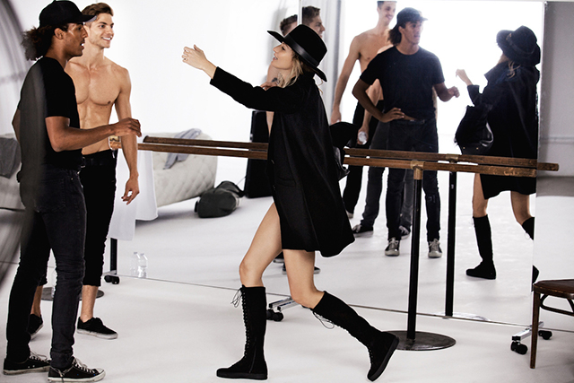 Dance class: Gisele gets her pins out for Stuart Weitzman (фото 2)
