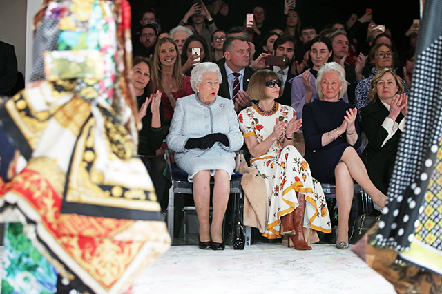 The Queen and Anna Wintour LFW. Image: Tristan Fewings/Getty Images