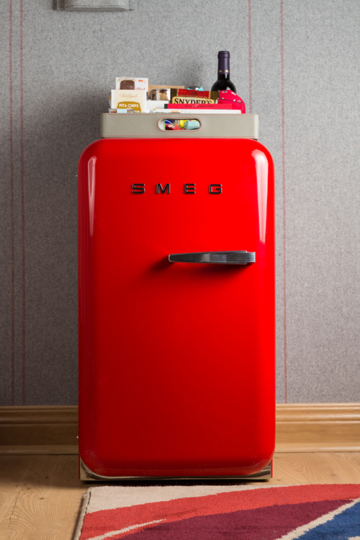Richard Branson's new hotel has the world's first affordable minibar (фото 1)