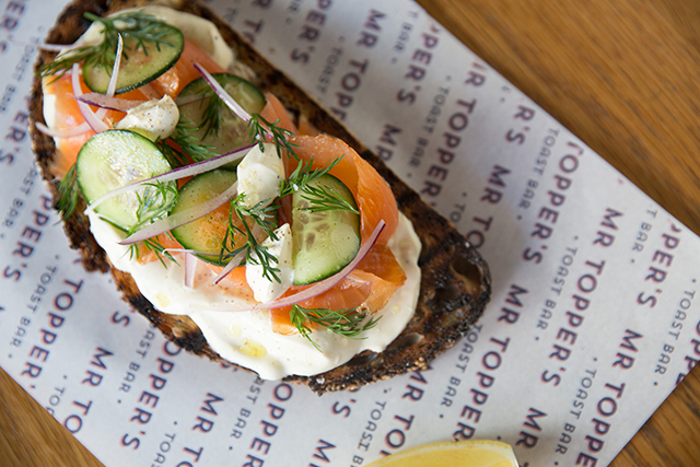 Hey millennials, here's a way to enjoy smashed avocado on toast (фото 3)