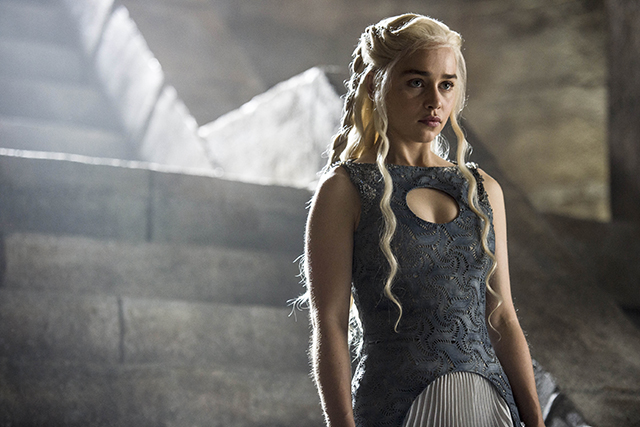 "Emilia Clarke on Game of Thrones: ""This season is off the shizzy"" (фото 1)"