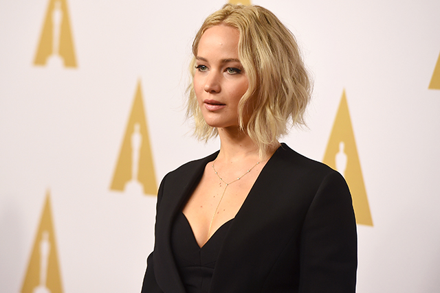 "Jennifer Lawrence lets loose on Trump: ""Let this enrage you!"" (фото 1)"