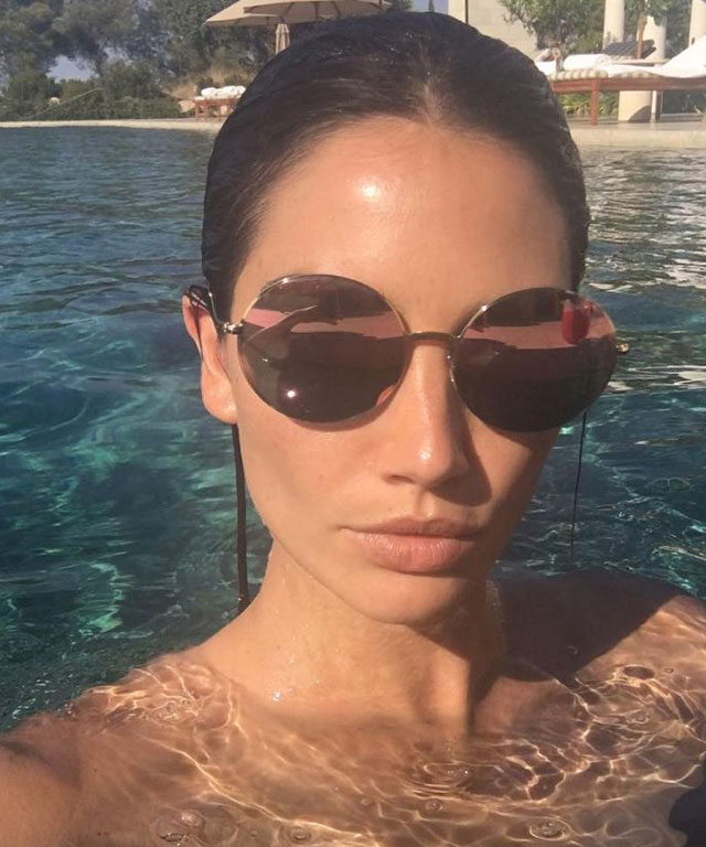 Model Lily Aldridge's top travel essentials (фото 2)