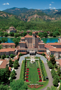 Spa At The Broadmoor, Colorado Springs, U.S.: Succumb to the deep heat therapy of herbal poultices, saunas and steamrooms in the cosy cocoon of fireplace lounges at the historic Broadmoor, the Grand Dame of the Rockies, amongst the natural grandeur of an alpine backdrop.