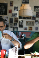 The Obamas enjoy breakfast at Pamela's Diner in Pittsburgh, Pennsylvania, April 22, 2008 during their first Presidential campaign trail