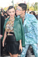 Once again, Vitalli took it too far when he attempted to kiss model Miranda Kerr at Paris fashion week in 2015. Miranda had arrived on the red carpet for the Louis Vuitton show, when Seduik crept up on her as she was posing for photos. Thankfully, security escorted the (idiot) journalist shortly after.