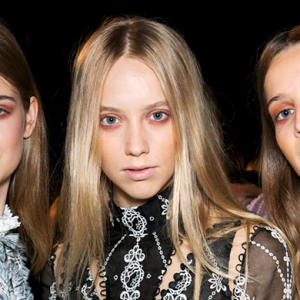 Which '90s grunge look took S/S '16 by storm?