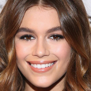 Marc Jacobs make-up artist on Kaia Gerber