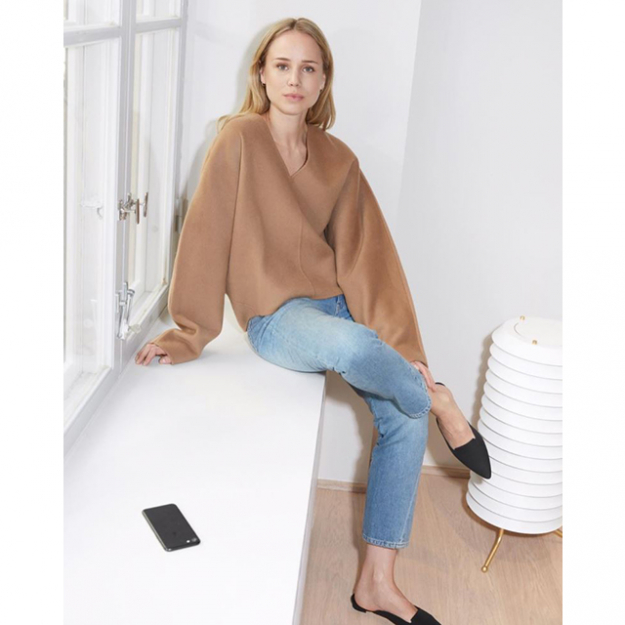 "6.	Who: Elin Kling. What: Totême<p><span style=""font-size: 17px;"">Where: </span><a style=""font-size: 17px;"" href=""https://www.instagram.com/toteme/?hl=en"">@toteme</a><span style=""font-size: 17px;""> and </span><a style=""font-size: 17px;"" href=""http://www.toteme-nyc.com/"">toteme-nyc.com</a><span style=""font-size: 17px;"">, plus My Chameleon, ModeSportif.com, Net-a-Porter.com, MatchesFashion.com, FarFetch.com</span></p>