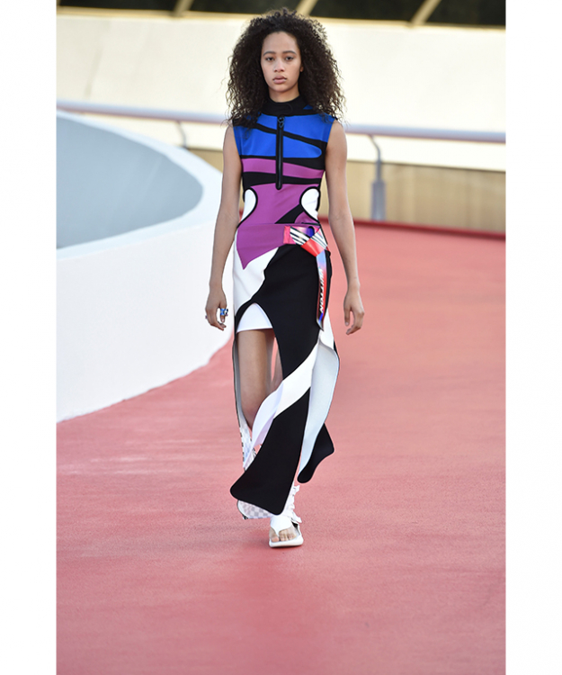 Ghesquiere paid homage to two renowned Brazilian artists known for their use of vibrant colour, Helio Oiticica and Aldemir Martins.