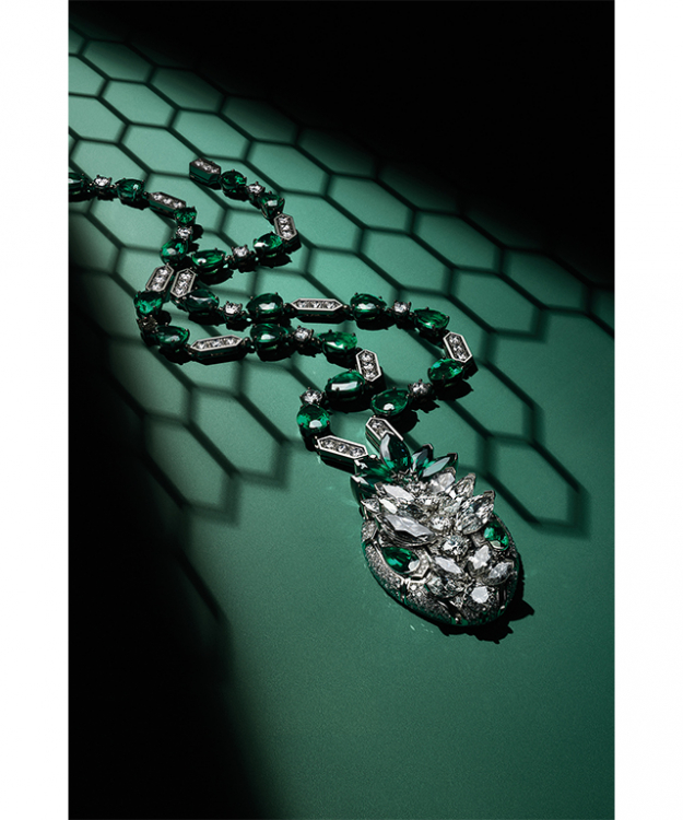 High Jewellery Serpenti Necklace in marquise brilliant cut diamonds and emeralds