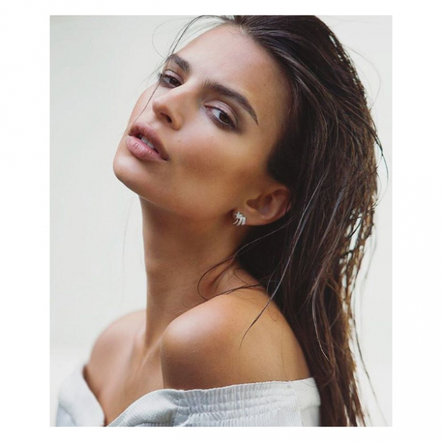 Click through to find out what make-up Em Rata actually uses