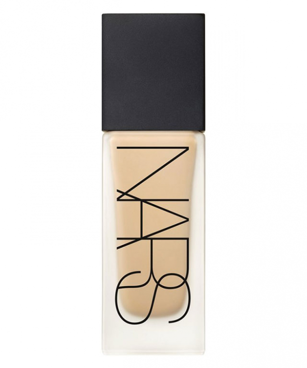Foundation: Nars Luminous Weightless Foundation