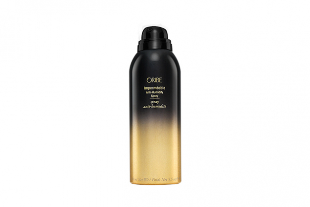 "Oribe Imperméable Anti-Humidity Spray<p><a target=""_blank"" href=""http://www.oribe.com/impermeable-anti-humidity-spray.html"">oribe.com</a></p>"