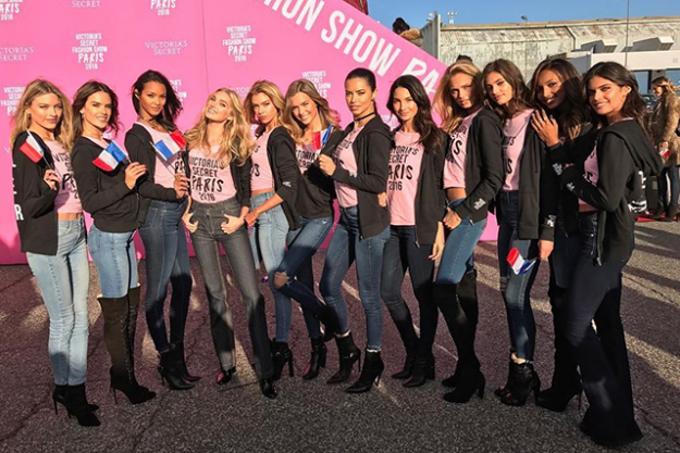 The VS Angels get in line