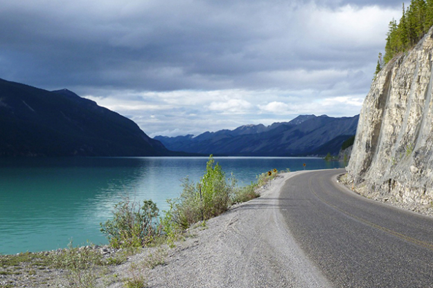 The Alcan Highway, Canada to Alaska: Breathtaking mountain ranges and crystal clear lakes form the backdrop to this beautiful drive – trade your wheels for a dog-sled along the way.