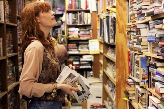 Florence Welch (run by fans, with her inupt): Between Two Books