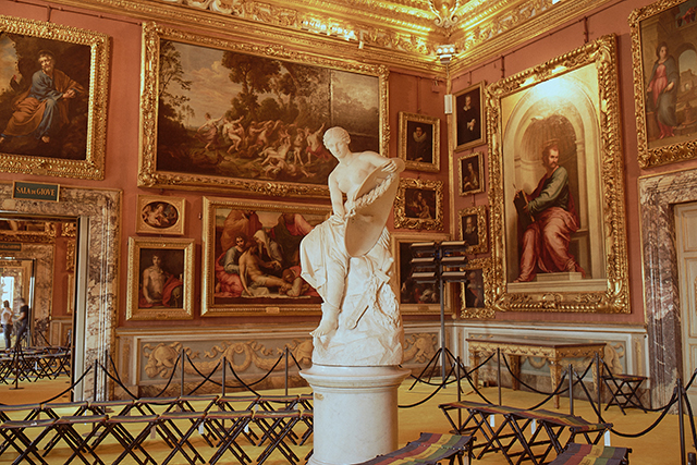 1.	The setting. If you'll recall, Renaissance man Alessandro Michele made a bid to host his Cruise 2018 in Athens at the Parthenon, but he was rebuffed. Second choice? The Palazzo Pitti in Florence.