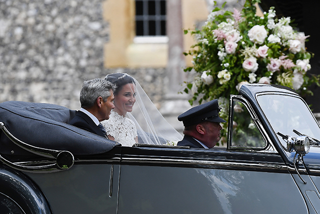 2.	Pippa arrived to St Mark's Church with father Matthew in a 1951 Jaguar Mk V.