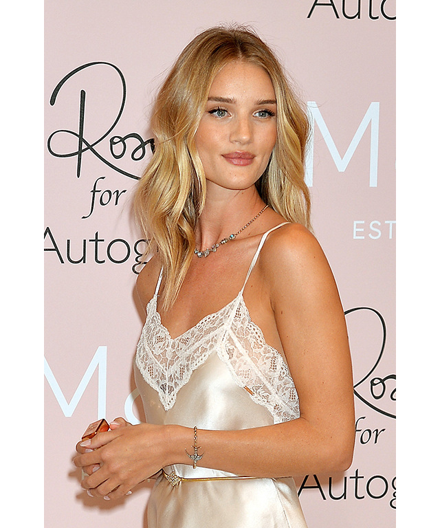 WARM BLONDE | CELEB MATCH – ROSIE HUNTINGTON WHITELEY | GOLDEN OMBRE, CHAMPAGNE, HONEY, CARAMEL, BRONDE, BUTTERSCOTCH: Warmer undertones have found their match when it comes to these buttery, warming hues. To perfect the look, ask your colourist for freelights, in order to get that sun kissed effect on the hair. Opt for a multidimensional mix of buttery, gold and honey blondes, which will make the colour look natural, not processed, says Remington.