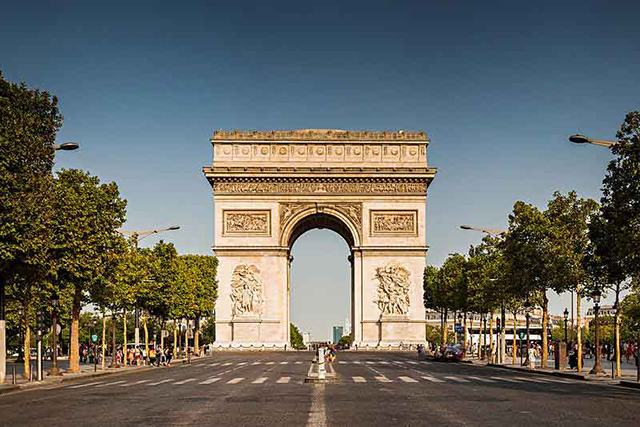 5. Avenue des Champs Elysees, Paris – $ 1,407 USD