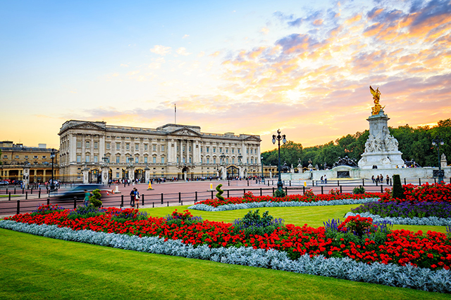 2. Buckingham Palace, UK. Er, we're as surprised as you. We guess everyone likes to visit the British monarchy when in London, which means lots of single tourists milling about.