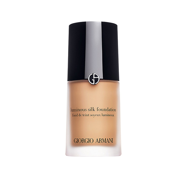 Foundation: Giorgio Armani Luminous Silk Foundation is always my go-to for a fresh beauty look! I actually learnt about this product through a make-up artist on a shoot. It's the perfect foundation to wear to events. On the red carpet it shoots so beautifully, it looks smooth and natural.