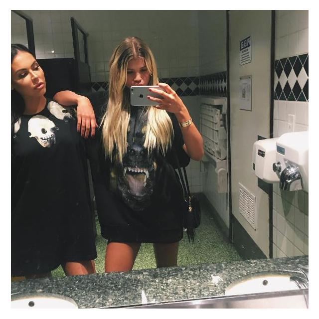 Plus Aussie model Jessica Cribbon, who's down for a bathroom selfie.
