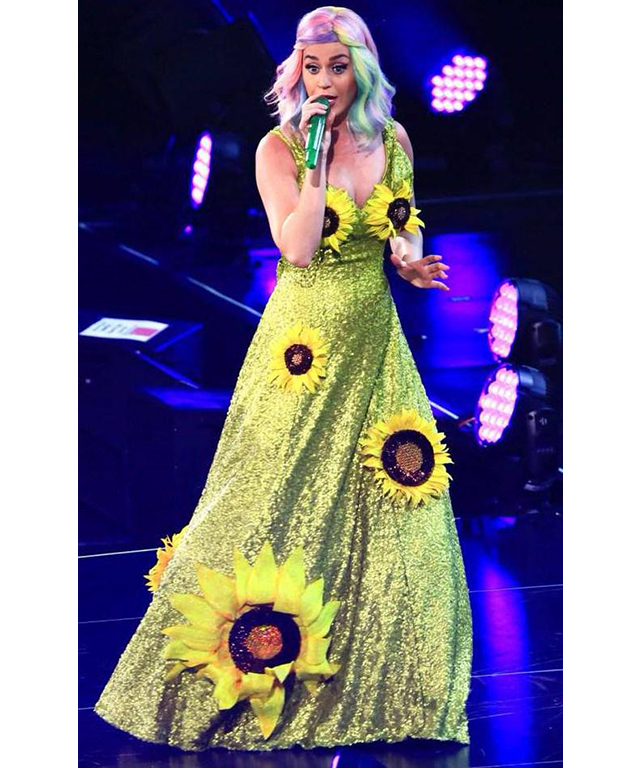 Katie Perry often works blue-hued hair, but she upped the scary costume ante with this sequinned and super-sized sunflower frock.