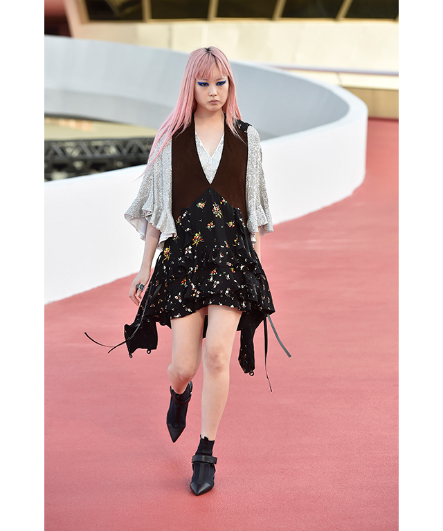 Buro cover girl and long-time Louis Vuitton fave Fernanda Ly walked the runway, her shock of pink hair suiting the show's sci-fi vibe.