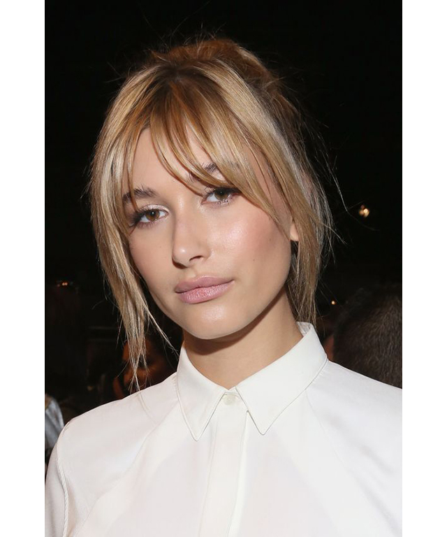 Celebrity curtain bangs inspo: Hailey Baldwin (image: Pinterest/DnevniQ)