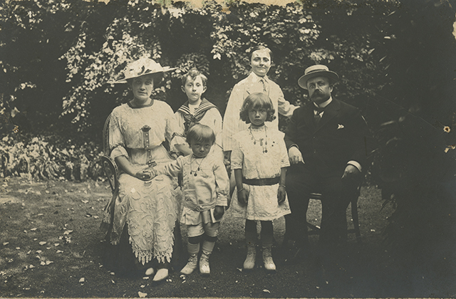 Dio Family at Villa des Rhumbs gardens, 1912. ®Christian Dior Museum