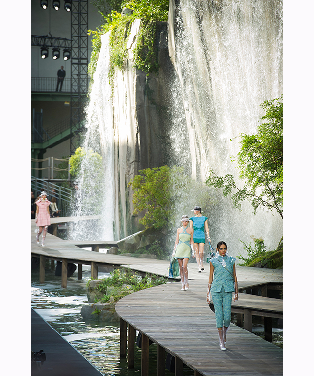 Karl Lagerfeld transformed the Grand Palais into the Gorges du Verdon for Chanel's S/S '18 runway presentation, featuring six waterfalls sitting ten metres high.
