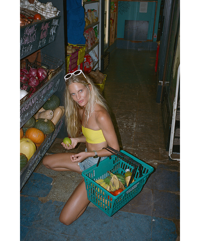 Doing my groceries! There is nothing quite like a basket of fresh fruit and veggies to make your day. Island fruits are the absolute best: mangoes, papayas, bananas... Yum!
