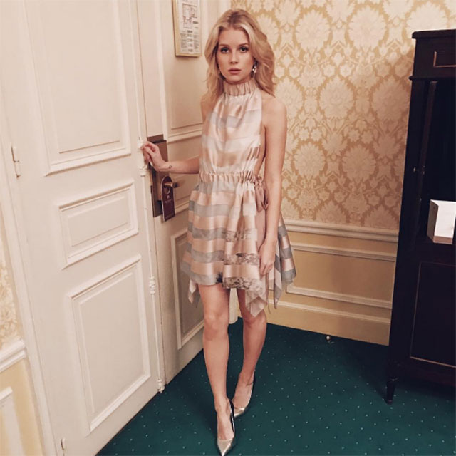 Lottie Moss @lottiemossxo; Metallic neutrals + sleek pumps = Prim and proper party-goer