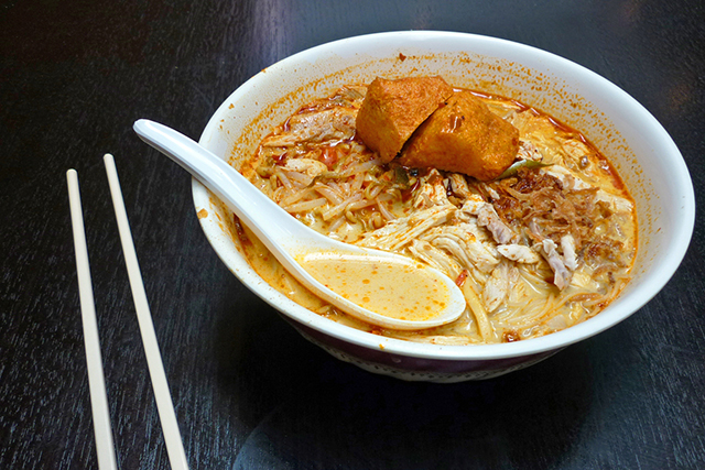 Jimmy's Recipe: Catering to hungry laksa hunters on the go – Jimmy's is known for warp speed service of steaming hot, mouth-watering noodle soup. Authentic sour assam and sweet curry laksa both on the dial here.