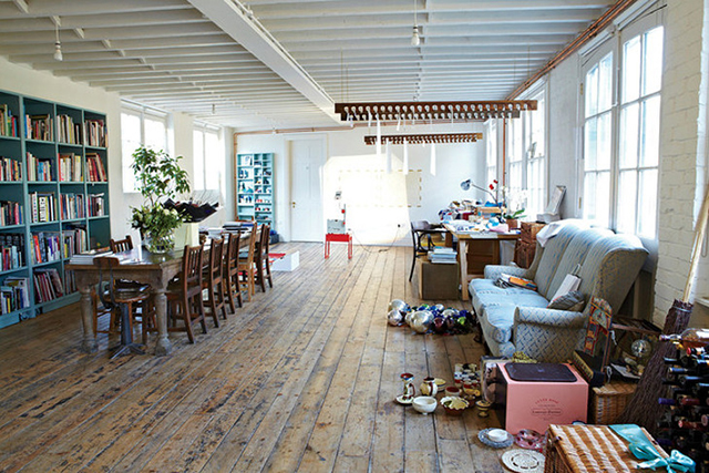 "Tracey Emin's airy East London loft in Spitalfields. She is quoted as saying ""I could afford to live anywhere in London (…) but I have chosen to make my home in the East End because it's the most brilliant, vibrant place in the world."""