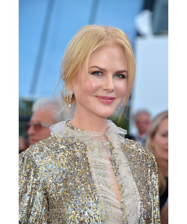 Nicole Kidman: Nicole stuck with what works and what works well; glowing skin, blush cheeks, and a light pink lip.