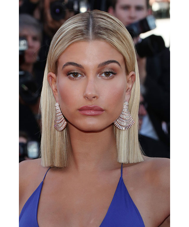 Hailey Baldwin: Baldwin's look was all about radiant, bronzed skin. She teamed her ultra-dewy complexion with sparkling bronzed lids and a dash of pink lip gloss.