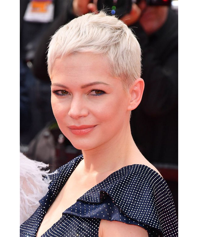 Michelle Williams: No one rocks a pixie cut quite like Michelle. Her platinum blonde micro locks were complimented with a subtle blue liner and natural skin.
