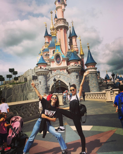 The Aldridge sisters do Disneyland Paris / @lilyaldridge