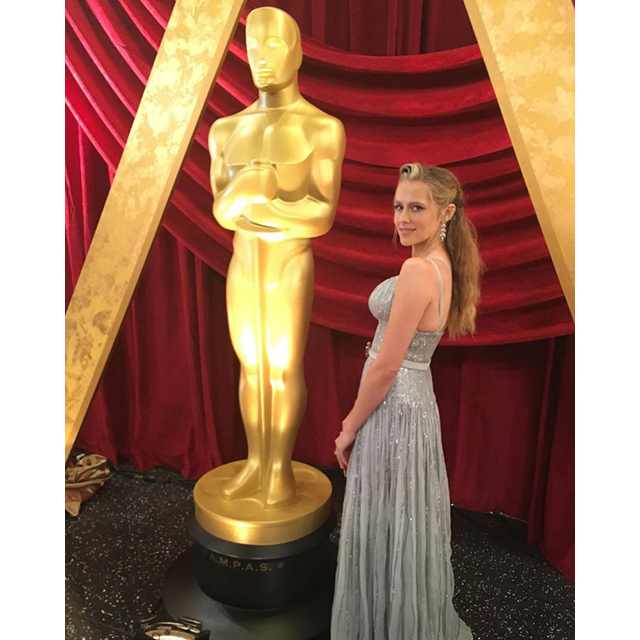 Teresa Palmer gets friendly with Oscar