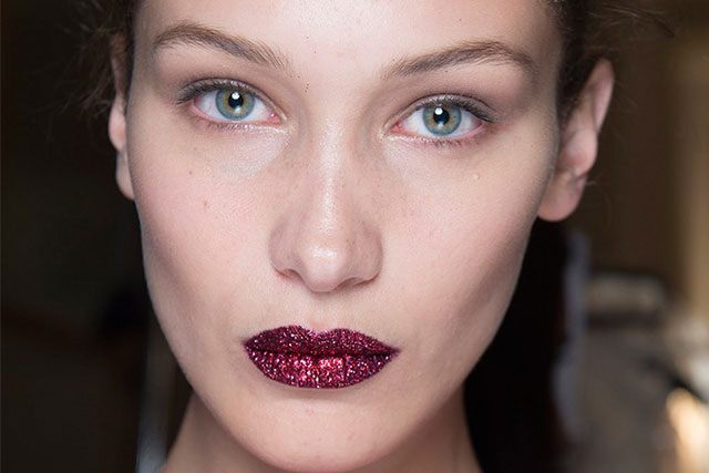 Glittered crimson red pouts at Versace A/W 16