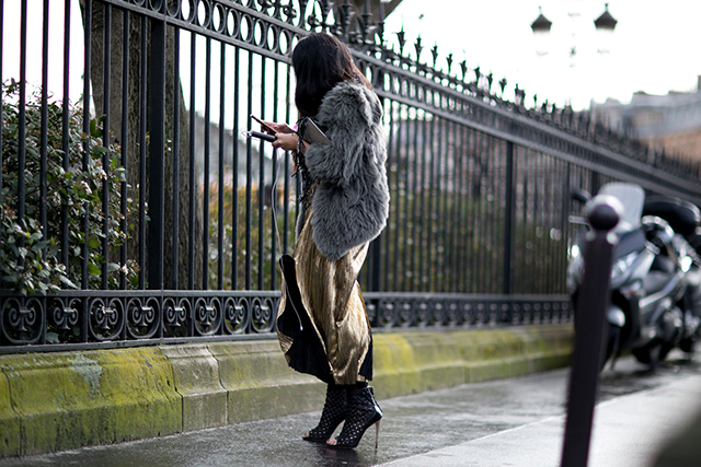 The Buro daily: walking while you text could soon be made illegal