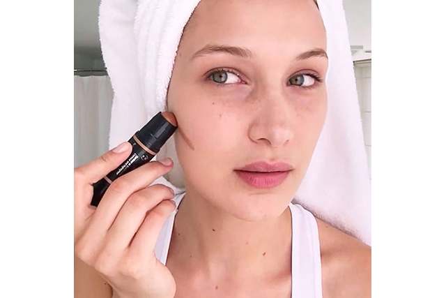Stick to the same ingredients: If you use a primer that is oil based and a foundation that is water based these may not sit properly on the face. We all know that oil and water don't mix in cooking, and this is the same when applied to the face.