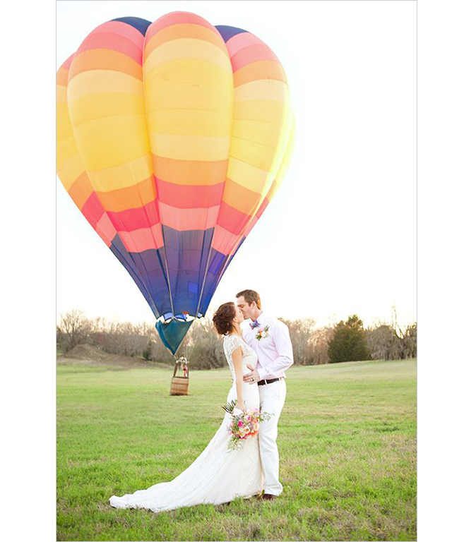 Make an entrance with a one-of-kind-arrival like on a balloon. Image: Pinterest/Wedding Chicks