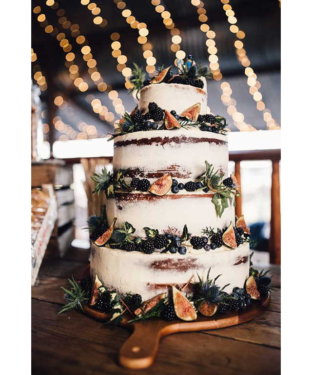 Trending wedding cakes: non-traditional cakes like fig. Image: Pinterest/Rock My Wedding
