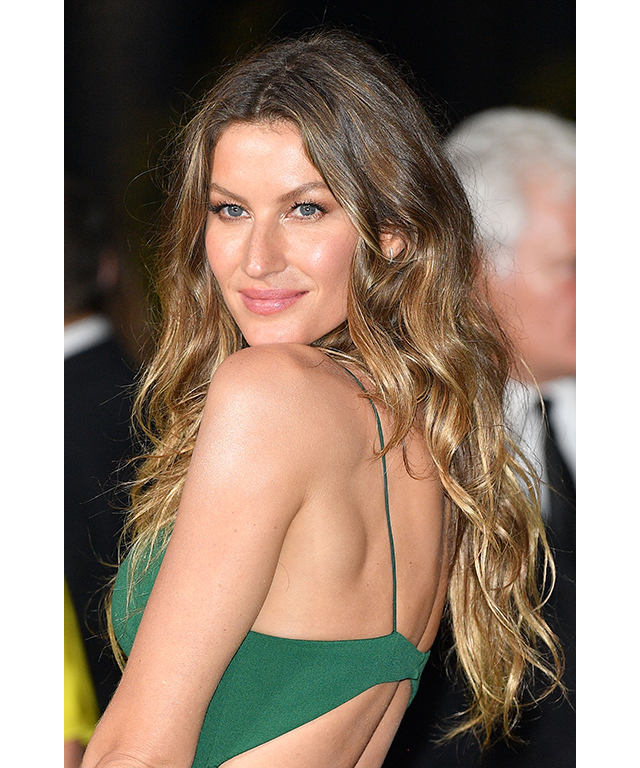 "Tousled waves inspo: Gisele Bündchen. The super always nails the relaxed waves look which Murphy says this year will replace the, ""…perfect mermaid waves"" everyone sported last year. (Image: Venturelli/Getty Images)"